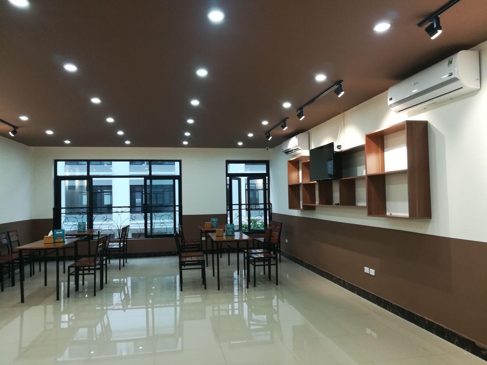 mẫu thiết kế nội thất quán beer tại Hà Nội