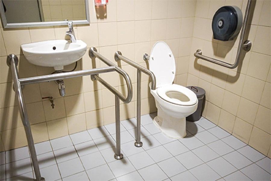 WC ngoài trời - mối nguy hiểm của người già
